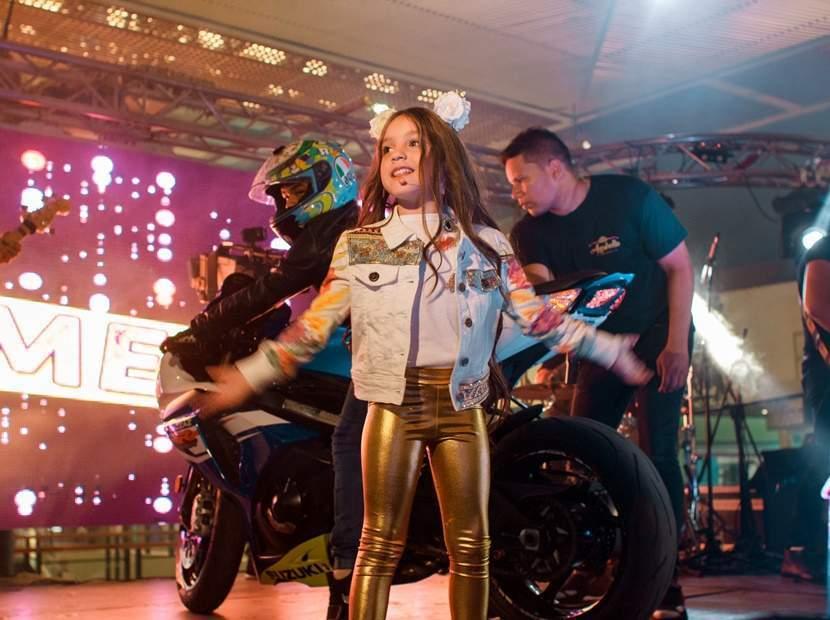Anabella Queen, la pequeña cantante venezolana que tuvo a Julián Gil en su nuevo video